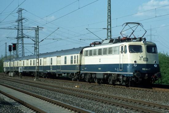 110 444-7 Espressgutzug