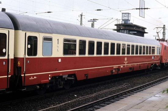 Apmz 122 61 80 18 - 90 074-5 Hamburg-Altona 1.6.88 1011