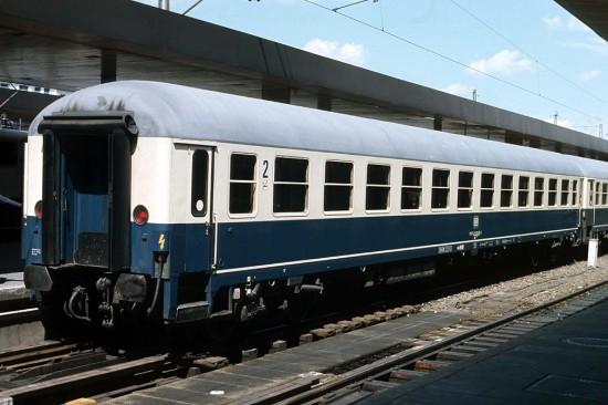 Bm 235 51 80 22 - 90 346-3 Hamburg-Altona 30.5.88.1011